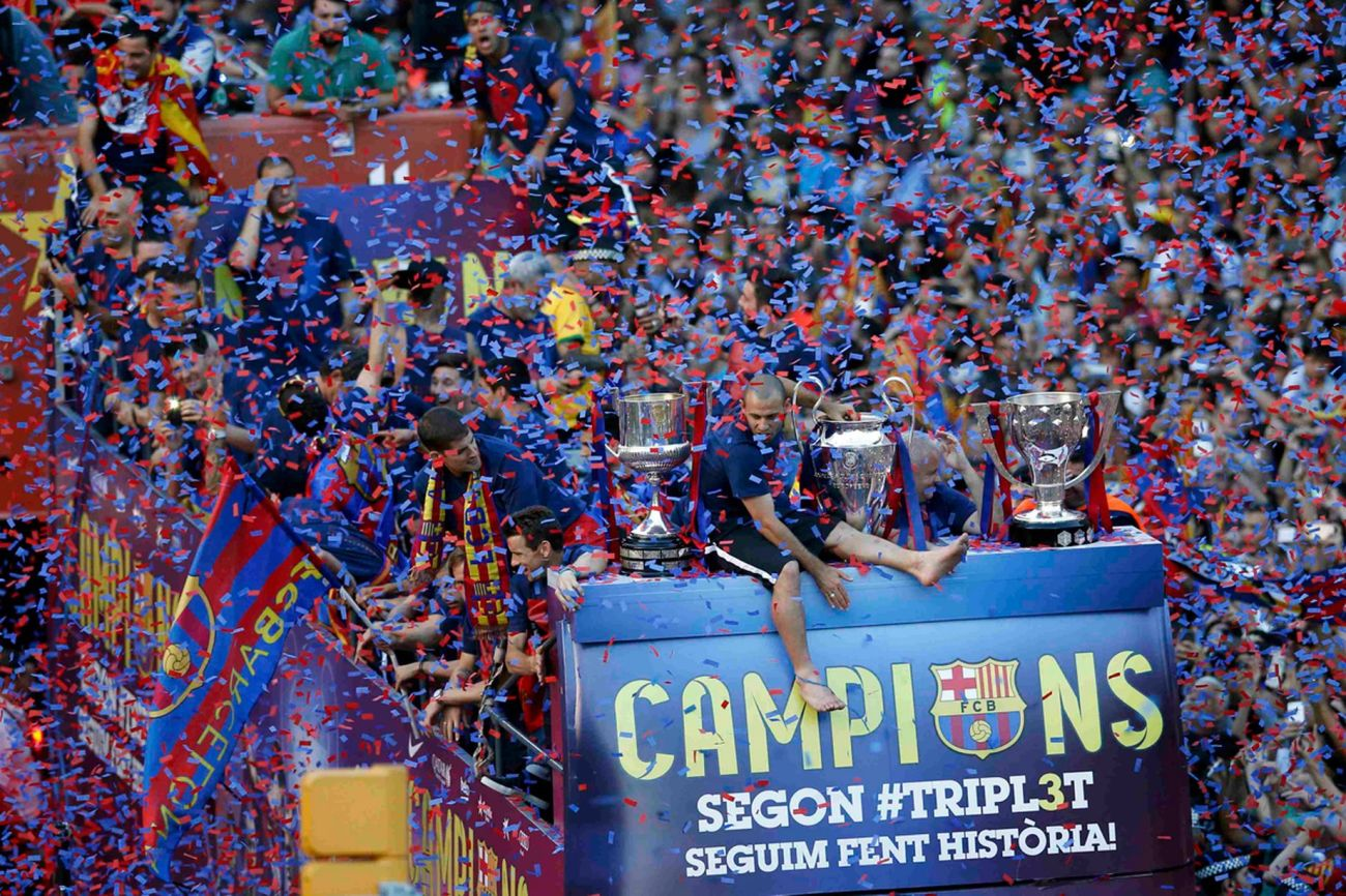Barcelonas-players-celebrate-from-an-open-top-bus