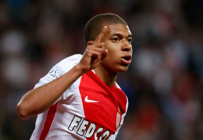 epa05970677 Kylian Mbappe Lottin of AS Monaco celebrates after scoring a goal against Saint Etienne during the French Ligue 1 soccer match, AS Monaco vs Saint Etienne, at Stade Louis II, in Monaco, 17 May 2017. EPA/SEBASTIEN NOGIER